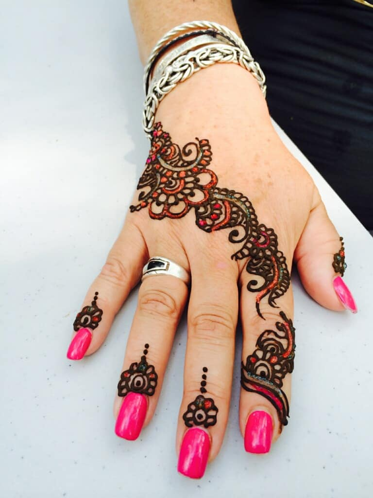 colored henna designs